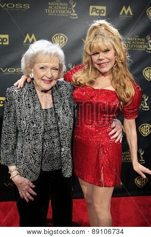 BURBANK - APR 26: Betty White, Charo at the 42nd Daytime Emmy Awards Gala at Warner Bros. Studio on April 26, 2015 in Burbank, California