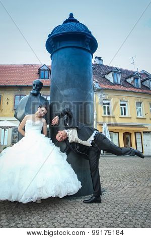 Newlyweds Goofing In Front Of August Senoa Monument