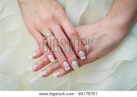 Wedding Nail Art With Camomiles