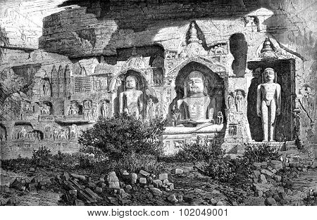 Colossi of Ourwahi, Adinath group, Gwalior. Drawing E.Therond, after a photograph of ML Rousselet, vintage engraved illustration. Le Tour du Monde, Travel Journal, (1872).