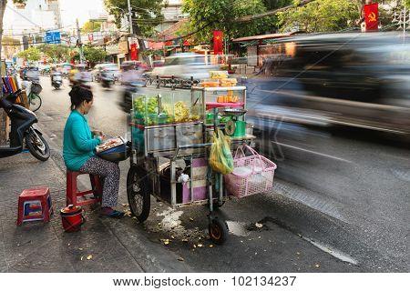 HO CHI MINH VILLE, VIETNAM, FEBRUARY 22, 2015 : Long time exposure on a fruit seller on the sidewalk along the road in the district 1 of Ho Chi Minh Ville, (Saigon), Vietnam.