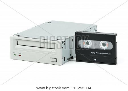 Internal Tape Drive Unit And Cassette