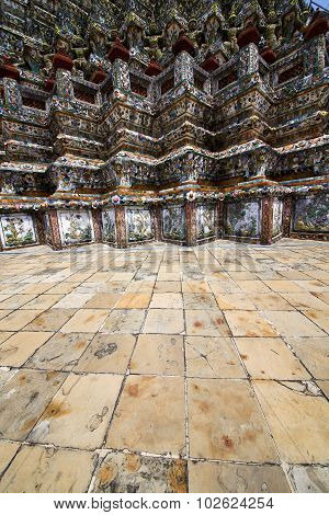 Pavement Gold    Temple   In   Bangkok  Thailand Incision