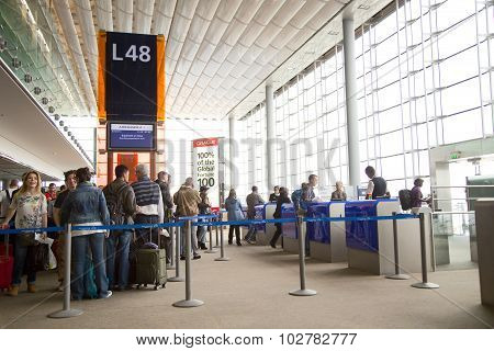 Boarding gate L48