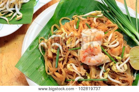 Thai noodle or padthai with garnish,vegetable with shrimp.