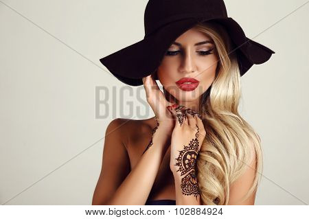 Woman With Blond Hair With Evening Makeup And Henna Tattoo On Hands