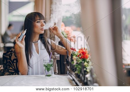 girn in cafe with E-Cigarette