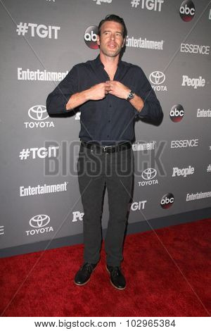 LOS ANGELES - SEP 26:  Scott Foley at the TGIT 2015 Premiere Event Red Carpet at the Gracias Madre on September 26, 2015 in Los Angeles, CA