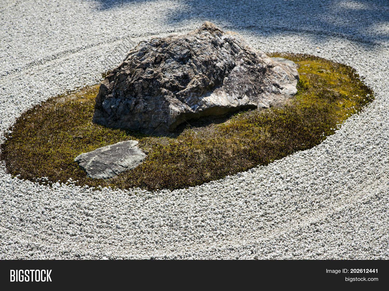 Japanese Zen Garden Image & Photo (Free Trial) | Bigstock