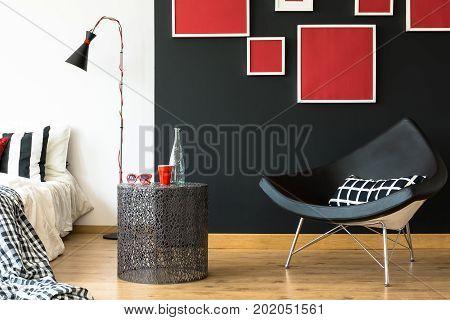 Swan Chair In Retro Bedroom