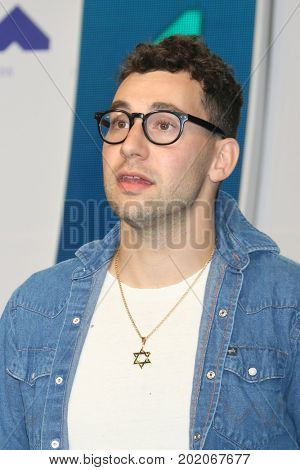 LOS ANGELES - AUG 27:  Jack Antonoff at the MTV Video Music Awards 2017 at The Forum on August 27, 2017 in Inglewood, CA