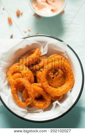 Onion spicy rings with mayo ketchup dip