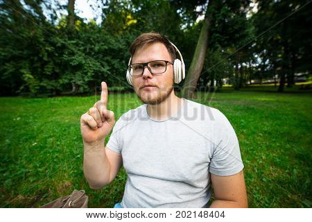 man get an idia while sitting in the park and listening music