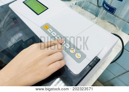 PCR robot for genetic analysis of biological samples in a medical laboratory