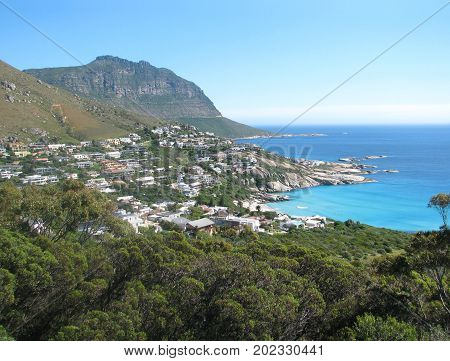 FROM CAPE TOWN, SOUTH AFRICA, LOOKING DOWN ON TO CAMPS BAY FROM TABLE MOUNTAIN 38vh