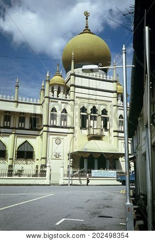 SINGAPORE / CIRCA 1990: The Masjid Sultan (Sultan Mosque) at Muscat Street, in the Muslim quarter at the Kampong Glam, is a popular tourist destination.