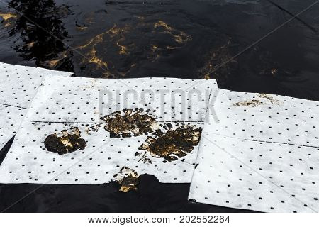 absorbent paper used for lining clean up oil from crude oil spilled