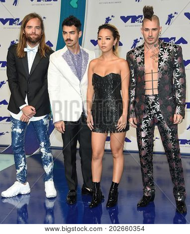LOS ANGELES - AUG 27:  DNCE and Joe Jonas arrives for the MTV Video Music Awards 2017 on August 27, 2017 in Inglewood, CA