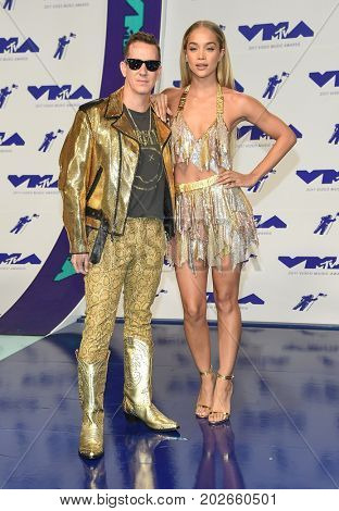LOS ANGELES - AUG 27:  Jeremy Scott and Jasmine Sanders arrives for the MTV Video Music Awards 2017 on August 27, 2017 in Inglewood, CA