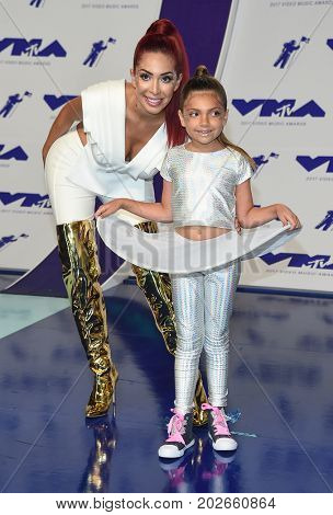 LOS ANGELES - AUG 27:  Farrah Abraham and Sophia Abraham arrives for the MTV Video Music Awards 2017 on August 27, 2017 in Inglewood, CA