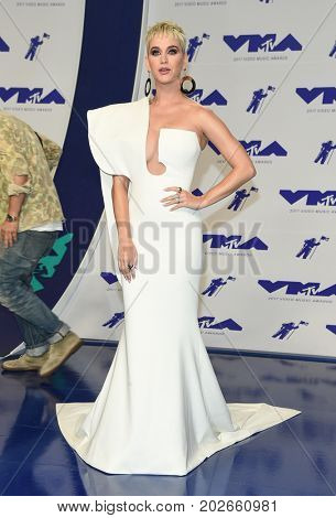 LOS ANGELES - AUG 27:  Katy Perry arrives for the MTV Video Music Awards 2017 on August 27, 2017 in Inglewood, CA