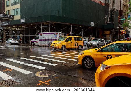 New York City 01 Augusr 2017: Usa, New York, Manhattan, Midtown, 5Th Avenue, Rush Hour Traffic