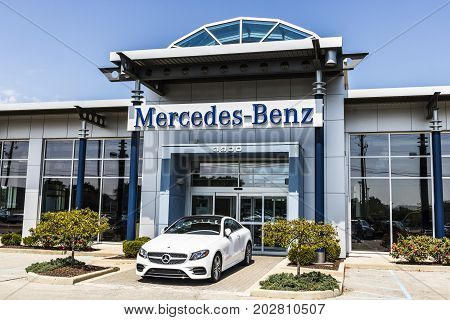 Indianapolis - Circa August 2017: Mercedes-Benz Dealership. Mercedes-Benz is a global automobile manufacturer and a division of Daimler AG V