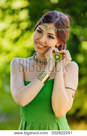 Beautiful Ypung Asian Woman With Kiwi