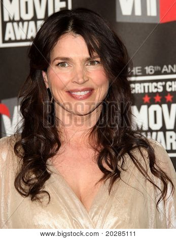 LOS ANGELES - JAN 14:  Julia Ormond arrives at the 16th Annual
