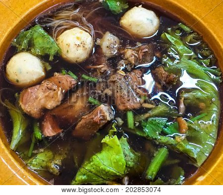 Noodles braised pork is delicious in Thailand
