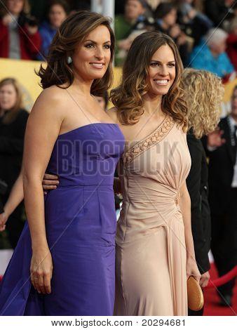 LOS ANGELES - JAN 30:  Mariska Hargitay & Hilary Swank arrive at the the SAG Awards 2011 on January 30, 2011 in Los Angeles, CA