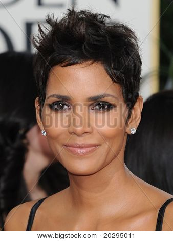 LOS ANGELES - JAN 16:  Halle Berry arrives to the 68th Annual Golden Globe Awards  on January 16, 2011 in Beverly Hills, CA