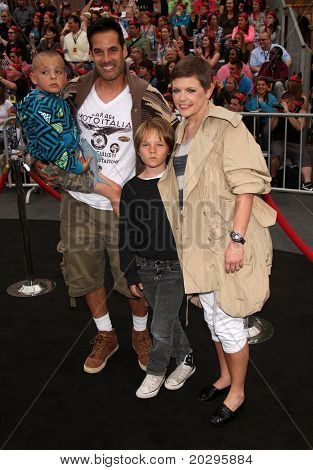 LOS ANGELES - MAY 07:  Adrian Pasdar, Natalie Maines & Kids arrives to the