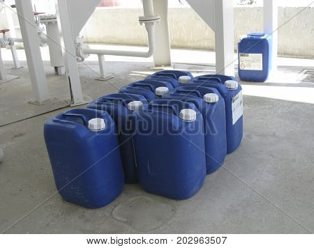 Canisters With Ammonia
