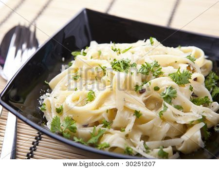 Spaghetti With Cheese And Parsley