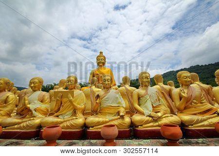Nakhonnayok,thailand,july 4,2018, Take Photo Of  Buddha Statue Sitting   Image Of 1250 Monks Chant A