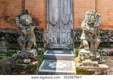Dusun Ambengan, Bali, Indonesia - February 25, 2019: Gray Stone Figures, Covered In Moss And Mold, A