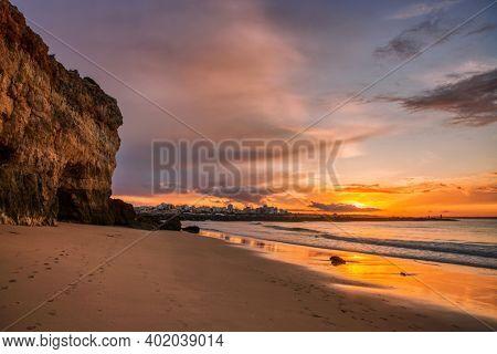 Beautiful seascape with beach, cliffs and ocean. Pintadinho beach. Ferragudo, Lagoa, Algarve, Portugal