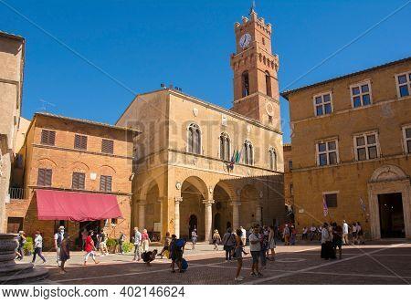 Pienza, Italy - September 6th 2020. Tourists Outside Palazzo Comunale And Palazzo Vescovile, Also Ca