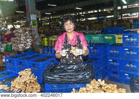 Bangkok, Thailand - May 12, 2009: Woman Sells Ginseng Roots At The Nightly Flower Market Pak Klong T