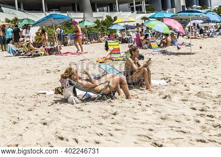 Sunny Isles Beach, Usa - August 17, 2014:  People Enjoy And Relax Near The Pier In Sunny Isles Beach