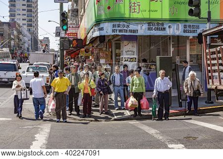 San Francisco, Usa - July 23, 2008: People Wait In Chinatown San Francisco For The Green Traffic Lig