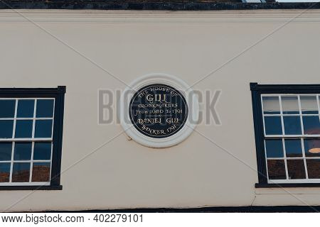 Rye, Uk - October 10, 2020: Memorial Plaque On The House Of Daniel Gill Of Gill Clockmakers In Rye,