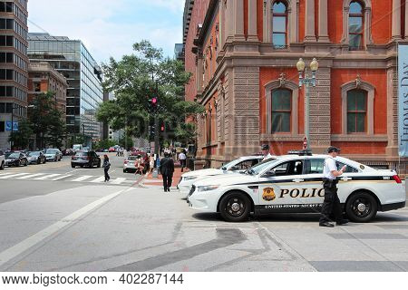 Washington Dc, Usa - June 13, 2013: Us Secret Service Officers And Vehicle In Washington. Usss Was C