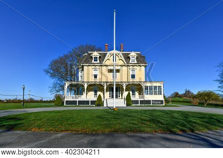 Eisenhower House, Formerly Known As Thecommandant's Residenceorquarters Number Oneoffort Adams,