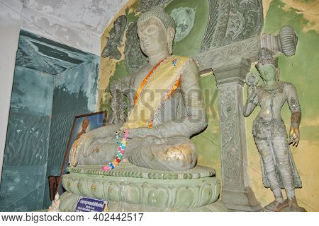 Phayao, Thailand - Dec 6, 2020: Front Left Stone Buddha Statue In Stone Sanctuary Or Chapel At Wat A