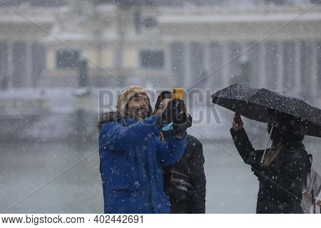 Madrid, Spain - January 08, 2021: A Young Couple Take A Selfie With Their Mobile, In The Buen Retiro