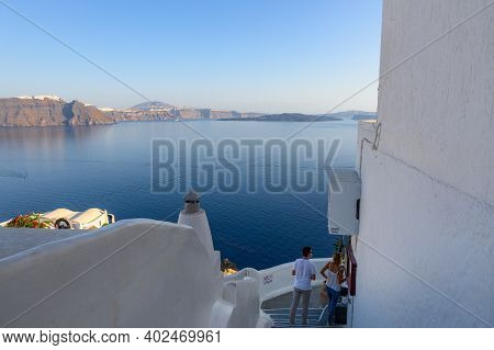 Santorini, Greece - September 17, 2020: Caldera View And Cycladic Architecture Of Oia Village On San