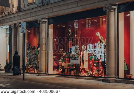 London, Uk - November 19, 2020: Festive Retail Display In The Windows Of Fenwick Mall On Bond Street