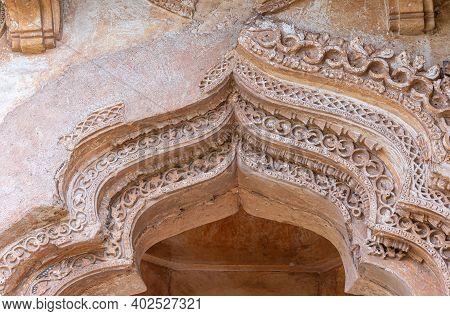Hampi, Karnataka, India - November 5, 2013: Zanana Enclosure. Lotus Mahal Closeup Of Brown Stone, De